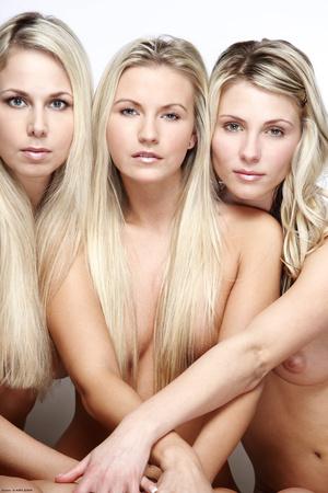 Three blonde friends posing nude all tog - XXX Dessert - Picture 3