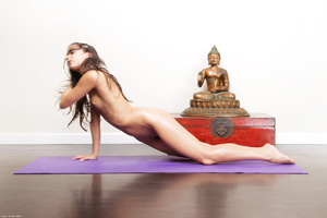 Slim brunette Georgia doing yoga nude - XXX Dessert - Picture 3