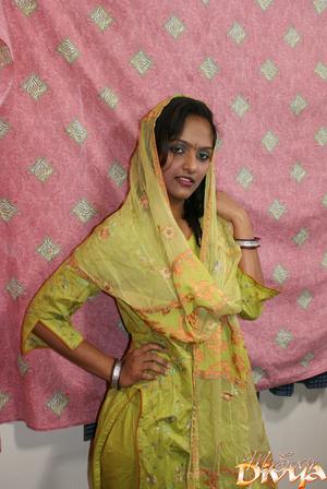 Beautiful face indian girlfriend slowly  - XXX Dessert - Picture 1