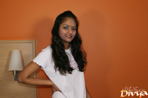 Indian lovely girl pulls up her white t- - XXX Dessert - Picture 1