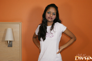Indian lovely girl pulls up her white t- - XXX Dessert - Picture 5