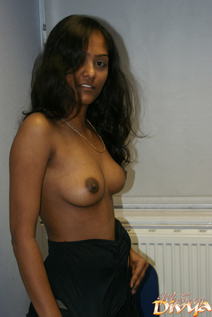 Young indian hottie wanna you watch her  - XXX Dessert - Picture 6