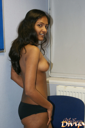 Young indian hottie wanna you watch her  - XXX Dessert - Picture 8