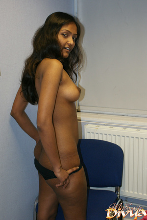 Young indian hottie wanna you watch her  - XXX Dessert - Picture 9