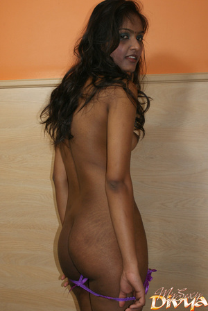 Dark haired young indian babe in nationa - XXX Dessert - Picture 12