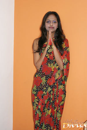 Natioanl outfit dressed beautiful indian - XXX Dessert - Picture 1