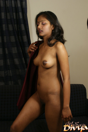 Shaved pussy indian girlfriend slips out - XXX Dessert - Picture 11
