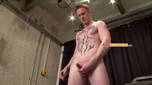 Tight butt hole gay dude posing nude on  - XXX Dessert - Picture 19