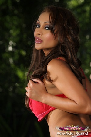 This tanned bitch in red sex dress looks - XXX Dessert - Picture 1