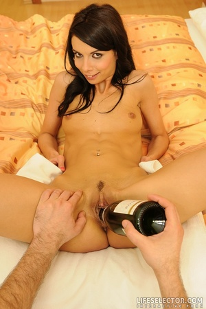 Lovely porngame brunette with perky tits - XXX Dessert - Picture 10