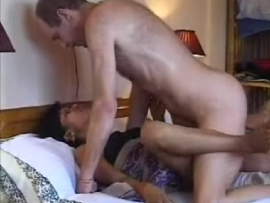 Sex girl haveing sex with boy in the bed pictures