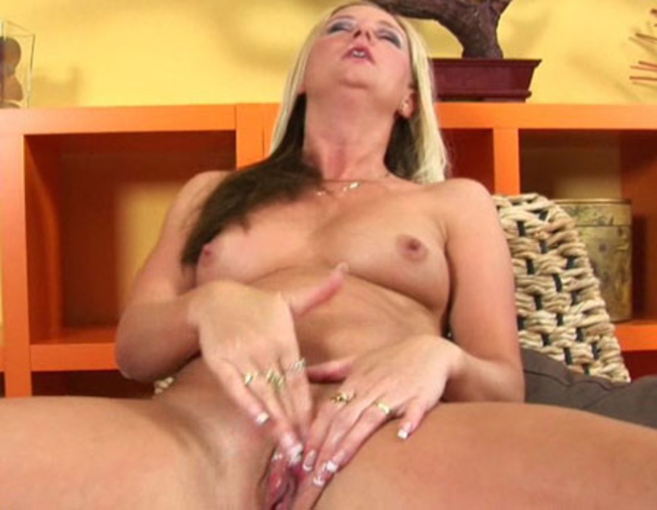 Paige female orgasm throb pusy made