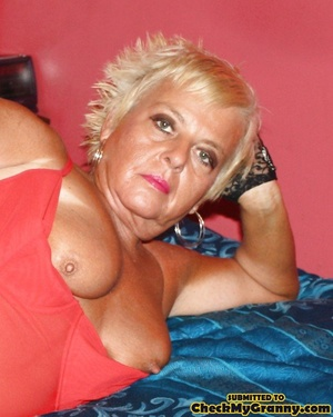 Chubby blonde mature lady in red and bla - XXX Dessert - Picture 2