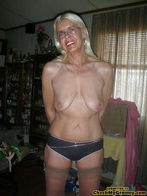 White haired amateur granny posing in se - XXX Dessert - Picture 1