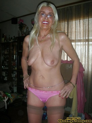 White haired amateur granny posing in se - XXX Dessert - Picture 3