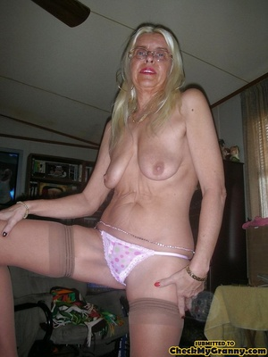White haired amateur granny posing in se - XXX Dessert - Picture 5