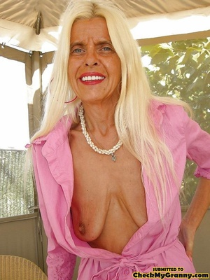 White haired amateur granny posing in se - XXX Dessert - Picture 10