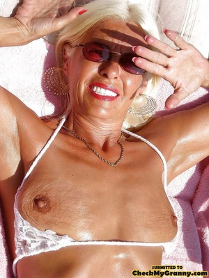 White haired amateur granny posing in se - XXX Dessert - Picture 12