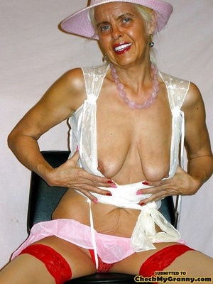 White haired amateur granny posing in se - XXX Dessert - Picture 14