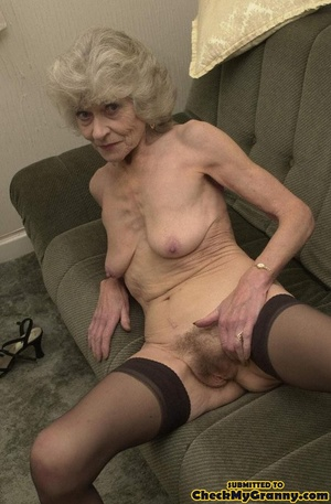 Big melons naked mature lady in black st - XXX Dessert - Picture 2