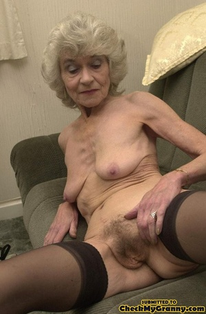 Big melons naked mature lady in black st - XXX Dessert - Picture 3