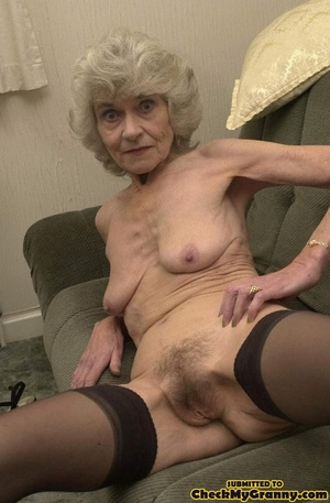 Big melons naked mature lady in black st - XXX Dessert - Picture 4