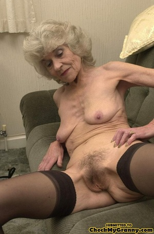 Big melons naked mature lady in black st - XXX Dessert - Picture 5