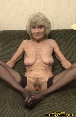 Big melons naked mature lady in black st - XXX Dessert - Picture 6