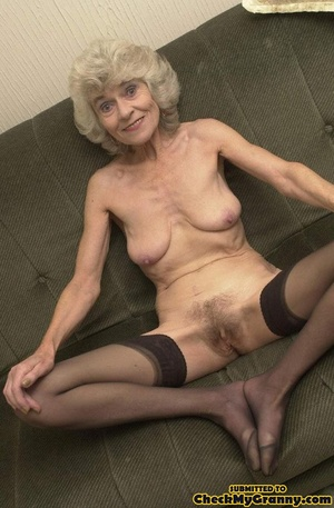 Big melons naked mature lady in black st - XXX Dessert - Picture 10