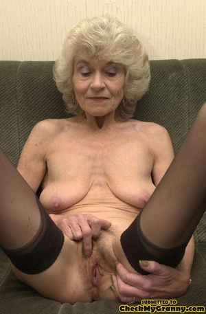 Big melons naked mature lady in black st - XXX Dessert - Picture 12