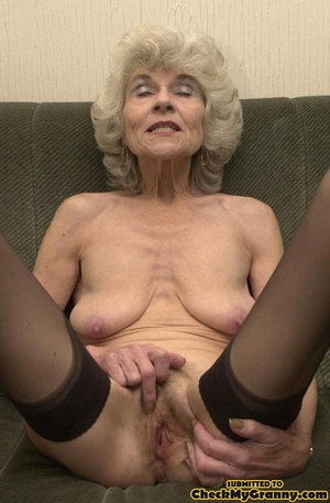 Big melons naked mature lady in black st - XXX Dessert - Picture 13