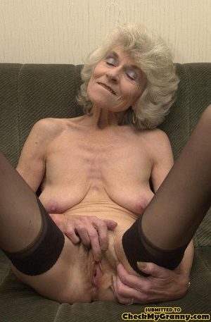 Big melons naked mature lady in black st - XXX Dessert - Picture 14