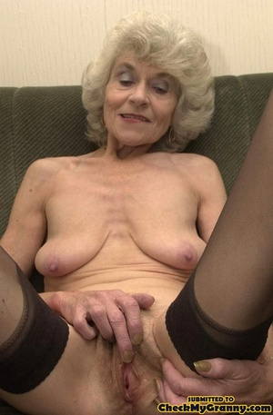 Big melons naked mature lady in black st - XXX Dessert - Picture 15