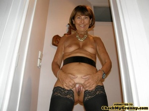 Mature brunette babe in black stockings  - XXX Dessert - Picture 2