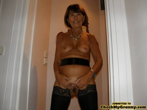 Mature brunette babe in black stockings  - XXX Dessert - Picture 3