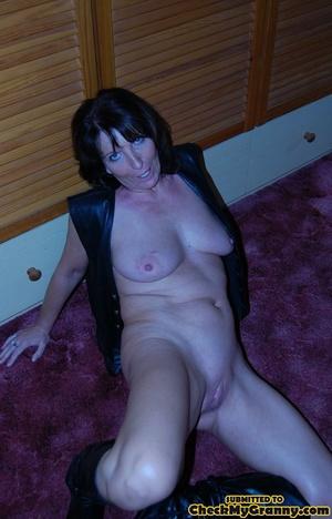 High heeled brunette mature chick spread - XXX Dessert - Picture 15
