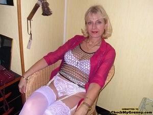 Blonde mature stunner teasingly changing - XXX Dessert - Picture 1