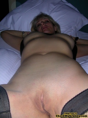 Blonde mature stunner teasingly changing - XXX Dessert - Picture 10