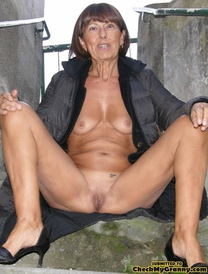 Homemade pics of brunette granny in coat - XXX Dessert - Picture 2