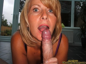 Shaved pussy mature blonde chick posing  - XXX Dessert - Picture 2