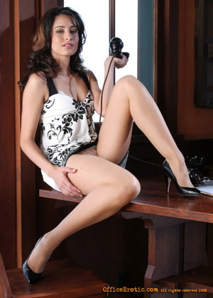 Hot brunette in high heels demonstrates  - XXX Dessert - Picture 7