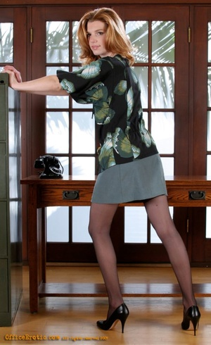 Hot secretary posing on cam and undresse - XXX Dessert - Picture 1