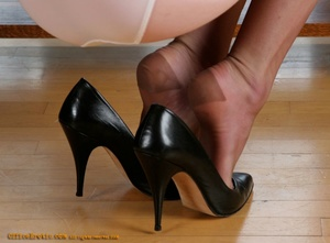 Nasty chick in stockings and high heels  - XXX Dessert - Picture 3