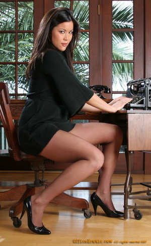 His Asian secretary in sexy high heel al - XXX Dessert - Picture 6