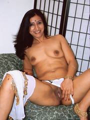 Dark indian slut pussy