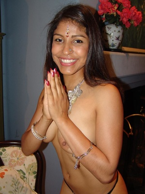 Indian Chick Gives Blowjob Fucked Missio - Picture 6