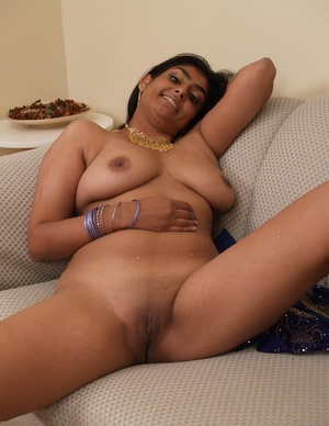 Indian Girl Showing Boobs - XXX Dessert - Picture 9
