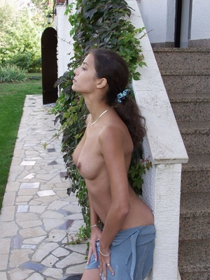 Indian Girl Shows Tits Outdoor While Pos - XXX Dessert - Picture 5