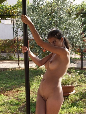 Indian Girl Shows Tits Outdoor While Pos - XXX Dessert - Picture 12