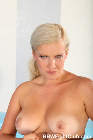 Angry chubby chicks with oiled body don' - Picture 1